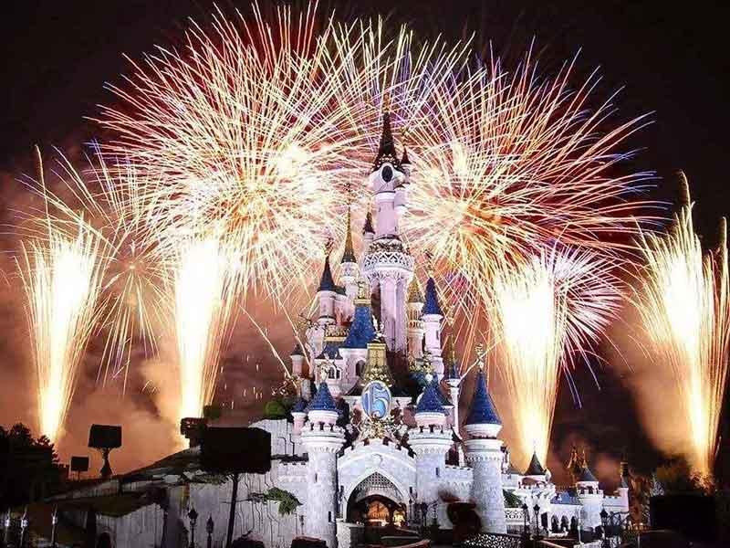 香港纯玩2日游+迪士尼乐园+夜游维多利亚港(船上晚餐)+送回深圳+可升级四星酒店