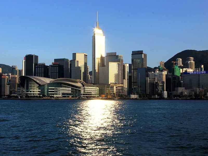 香港+纯玩观光2日游+夜游维多利港(含船上晚餐)+可升级四星酒店